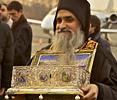 Тысячи паломников пришли поклониться поясу Пресвятой Богородицы во Владивостоке