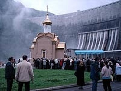 Chapel consecrated at the burial site of those who perished at the Sayano-Shushenskaya hydro-electric station.