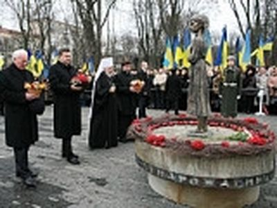 His Beatitude Vladimir of Kiev and the Ukraine serves a Litya for the victims of famine in the Ukraine