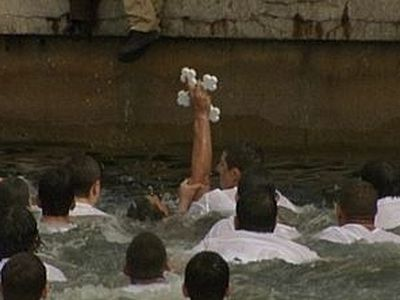 Florida: Tarpon Springs' Epiphany (Theophany) cross dive, 2011