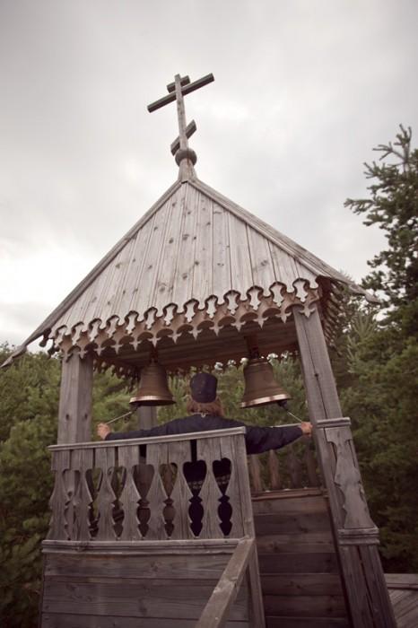 На колокольне лесной часовни