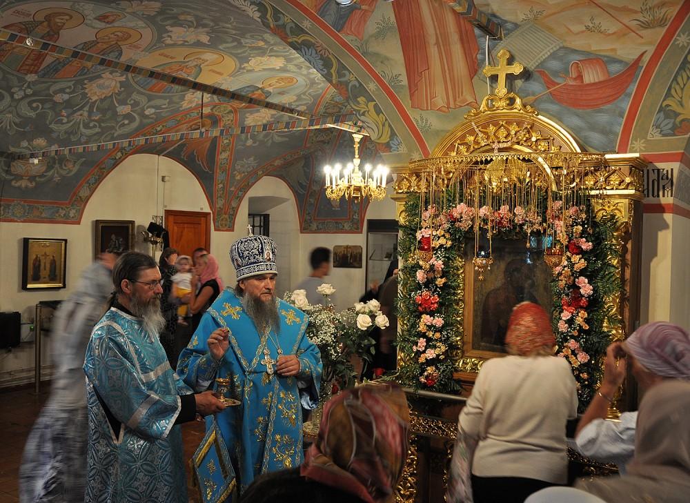 Помазание у чудотворнойТолгской иконы Пресвятой Богородицы