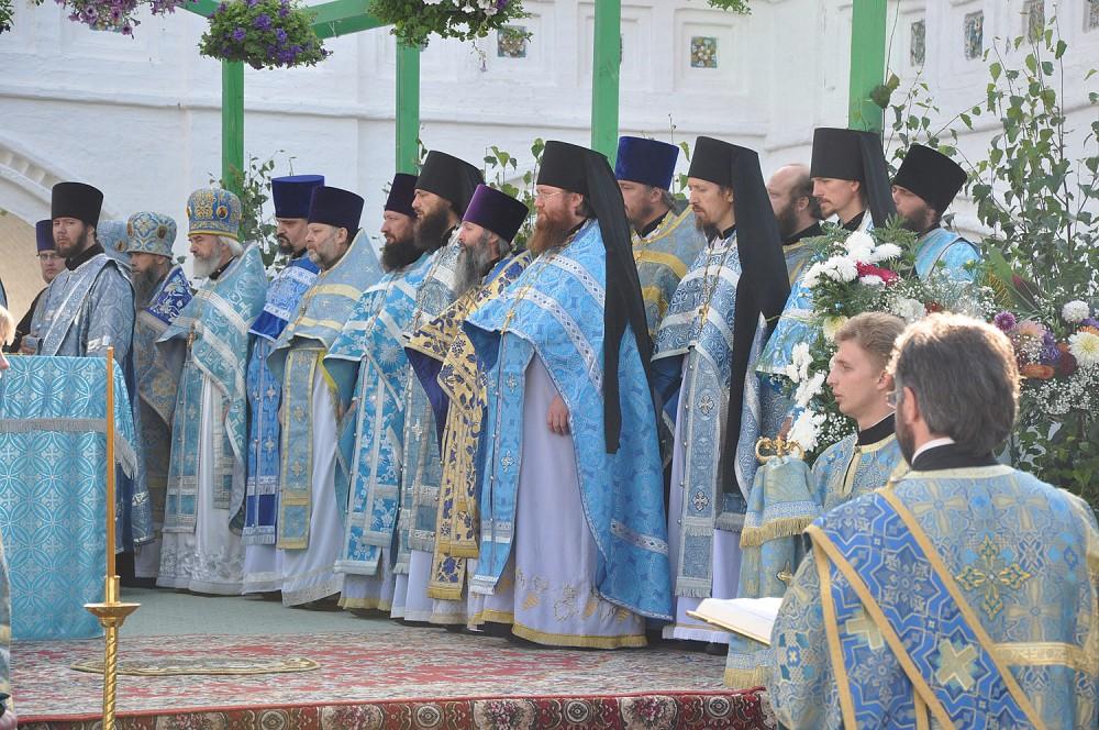 Служащее духовенство