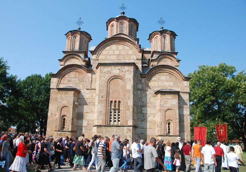 Крестный ход в Грачанице