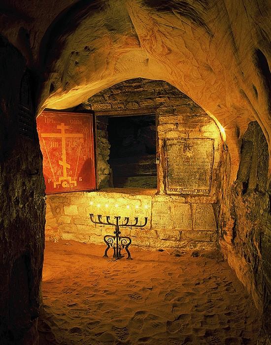 Богом зданные пещеры