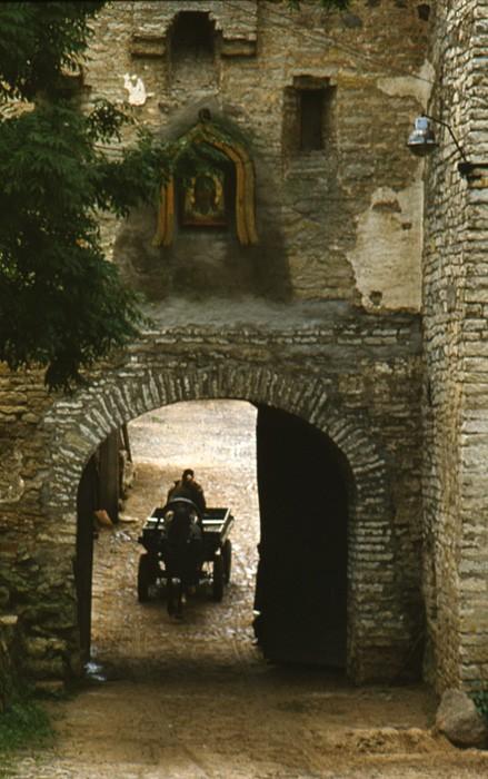 Ворота Псково-Печерского монастыря