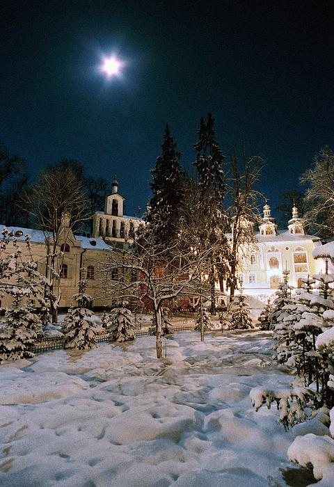 Псково-Печерский монастырь зимой