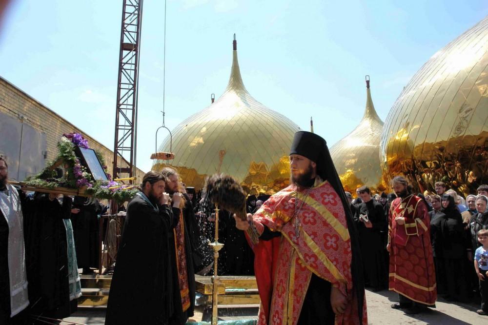 Освящение куполов Успенского собора