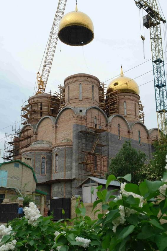 Установка куполов на Успенский собор