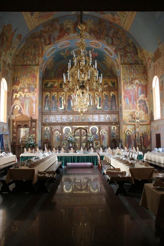 Трапезный храм Всех Русских святых