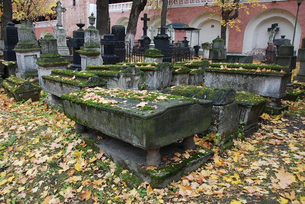 Старинные надгробия