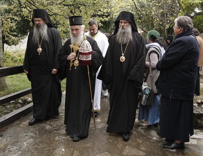 Святейший Патриарх Сербский Ириней с епископами Рашко-Призренским Феодосием и Липлянским Иоанном
