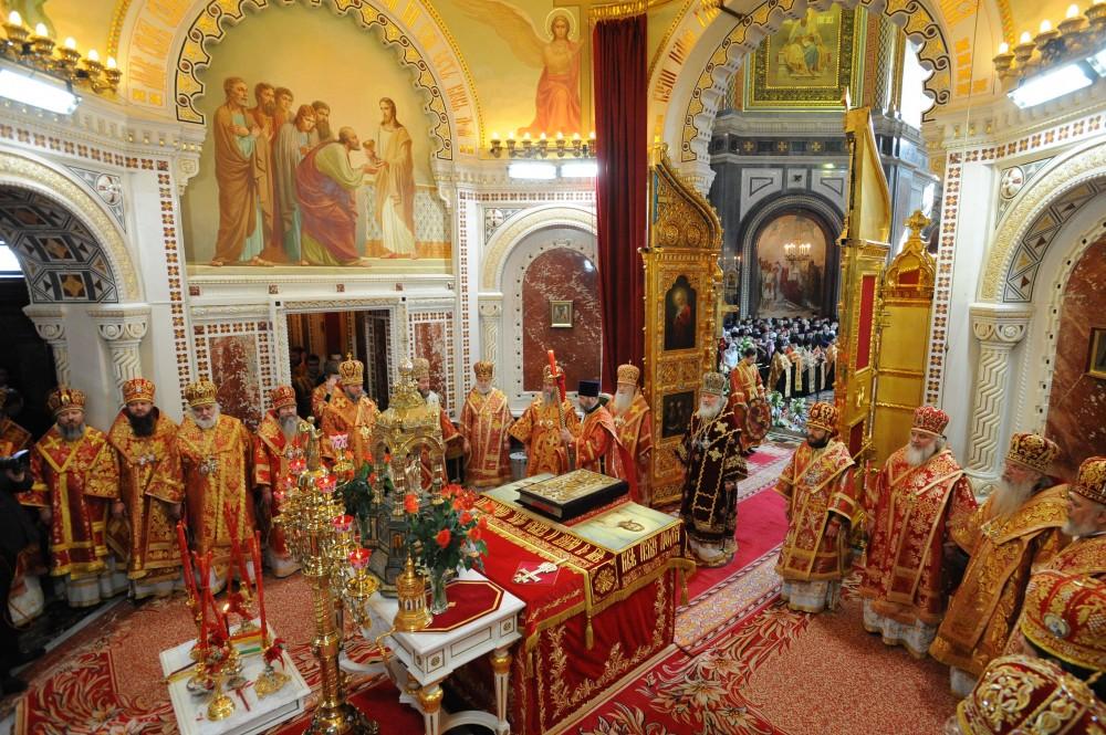 В алтаре храма Христа Спасителя