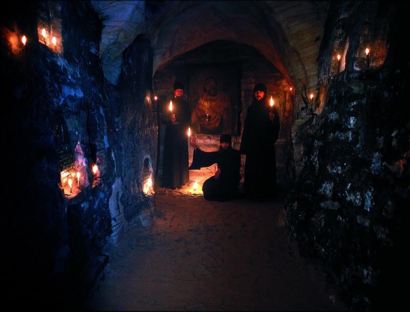 В Псково-Печерских пещерах