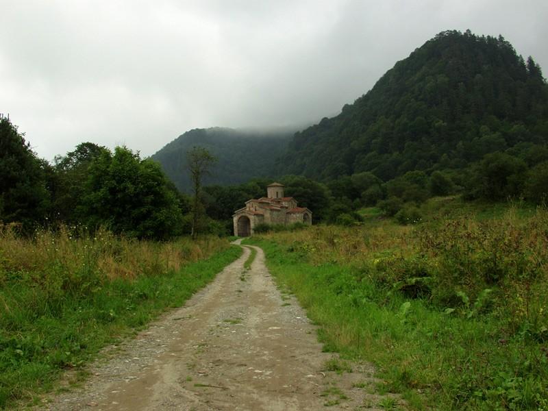 Собор в честь святого великомученика и Победоносца Георгия, Х век (дорога к храму)