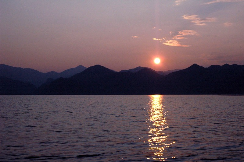 Закат на Скадарском озере