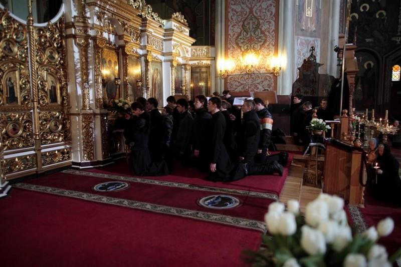 Студенты Екатеринодарской семинарии на службе в Соборе