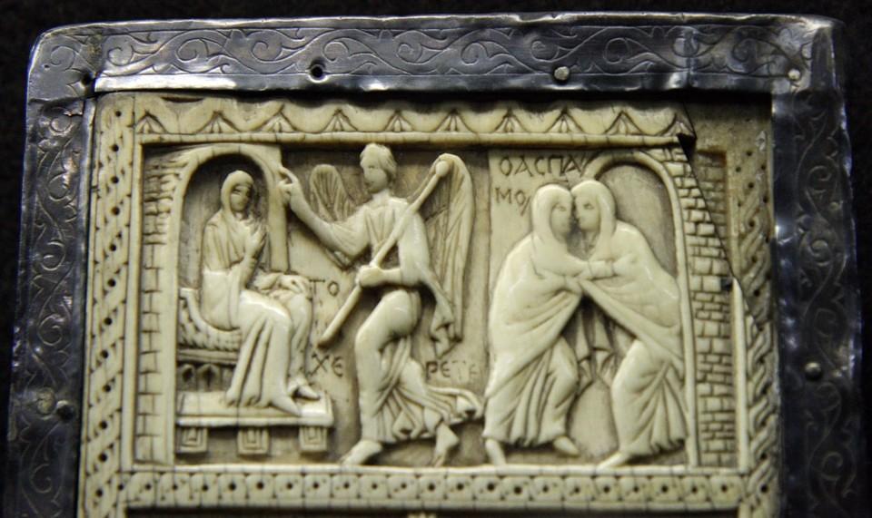 Фрагмент византийского Диптиха из слоновой кости, VI век, сокровищница Миланского собора