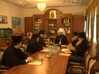 The members of the Holy Synod of the Orthodox Church of Moldova in a meeting with government officials