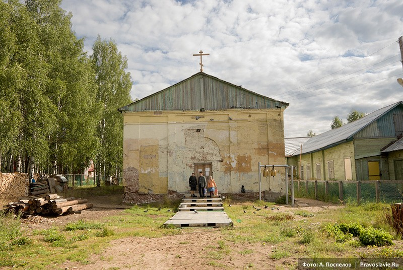 Село Лешуконское. Здание храма