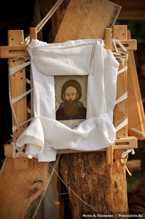 Икона прп. Сергия, вышитая в мастерской лицевого шитья «Сень»