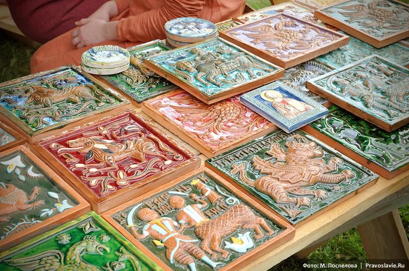 Изразцы ручной работы мастеров из керамической мастерской при Андреевском монастыре
