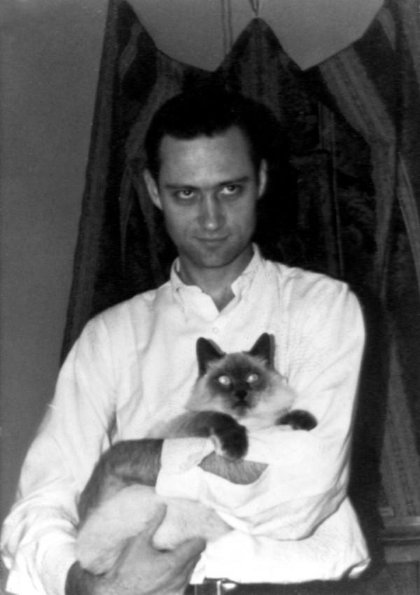 Евгений Роуз с котом по кличке Александр. Сан-Франциско. Начало 1960-х гг.