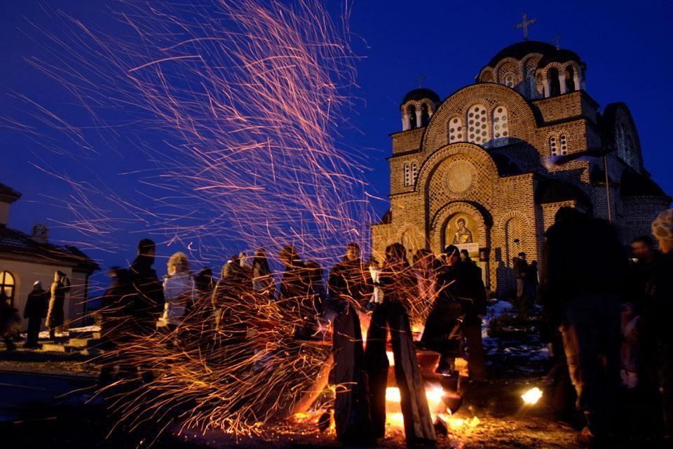 Огни в пригороде Белграда, Сербия