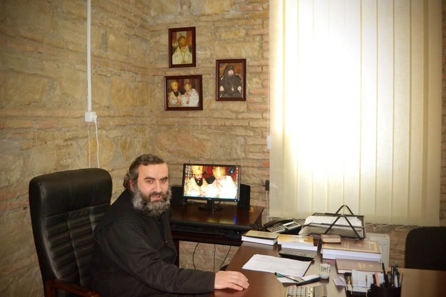 Директор гимназии о. Борис