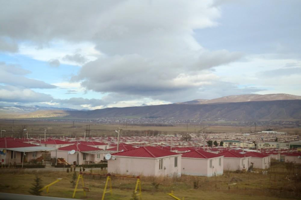 Церовани. Здесь живут беженцы после военного конфликта 2008 г.
