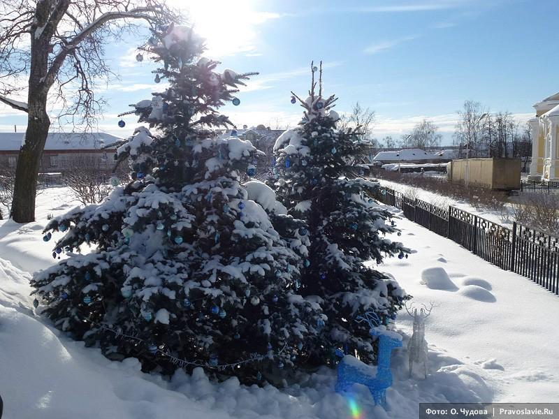 Рождественская елка с украшениями