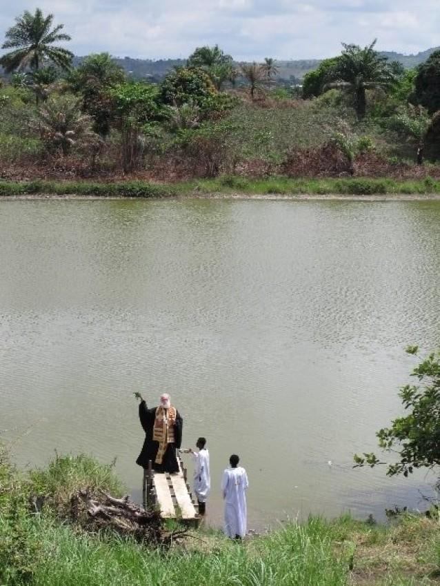 Александрийский Патриарх Феодор II освящает озеро