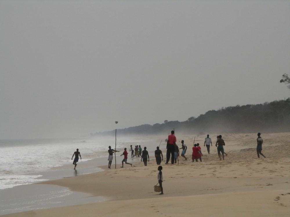 «Дикий пляж» Пуэнт-Нуара