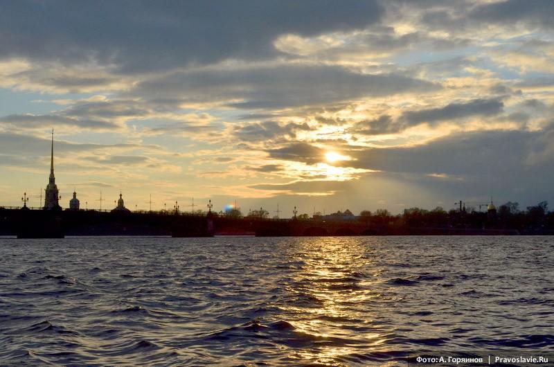 Набережная Невы. Силуэт Петропавловского собора