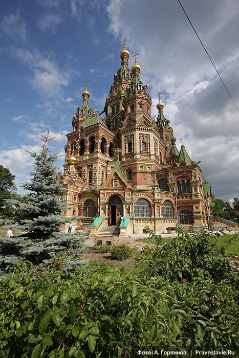 Петропавловский храм Петергофа