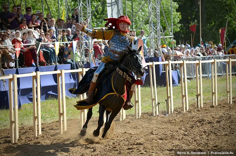 Выступления конных рыцарей