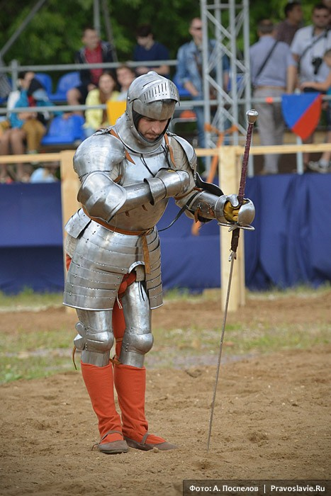 Рыцарь благодарит зрителей