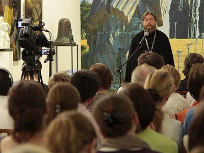 Отец Тихон в Галерее искусств З. Церетели