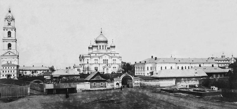 Вид Серафимо-Дивеевского монастыря с южной стороны