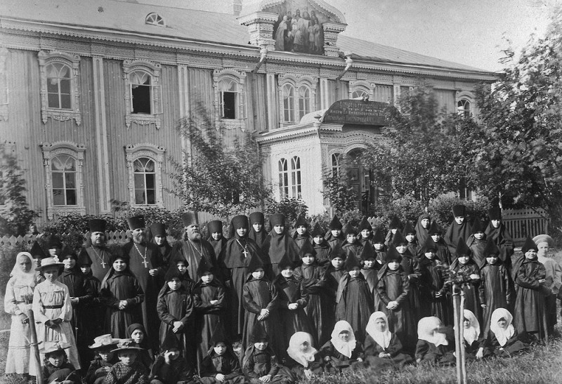 Церковно-приходская школа и приют при Серафимо-Дивееском монастыре