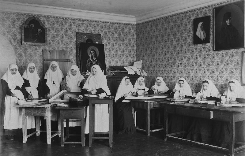 Труды сестер золотарной и чеканной работы в Серафимо-Дивеевском монастыре