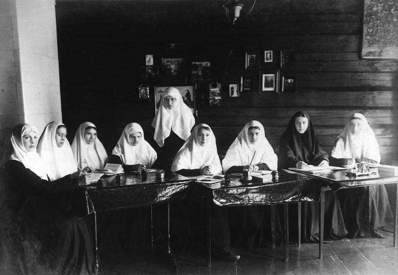 Труды сестер синодичного послушания в Серафимо-Дивеевском монастыре