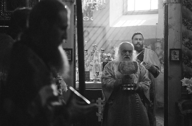 Литургия перед началом крестного хода