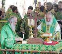 Предстоятели Русской и Сербской Православных Церквей совершили Литургию на Соборной площади Троице-Сергиевой лавры