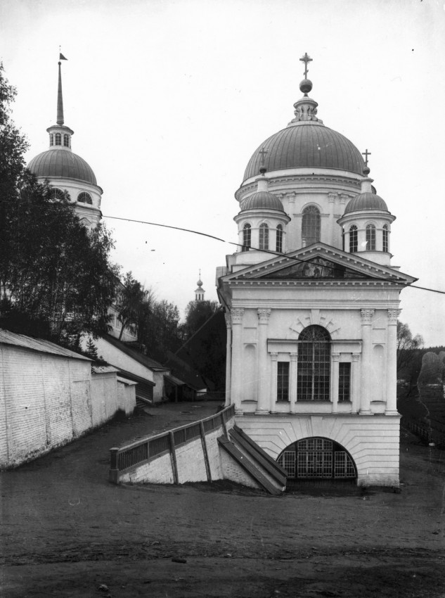 The Church of St. John the Baptist near the gates of Sarov Monastery.