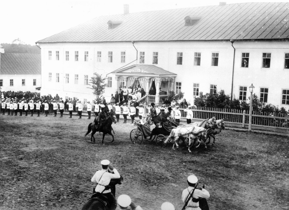 The Royal family entering Sarov Monastery.