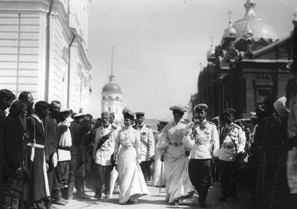 The people greet the Imperial family in Sarov Monastery.