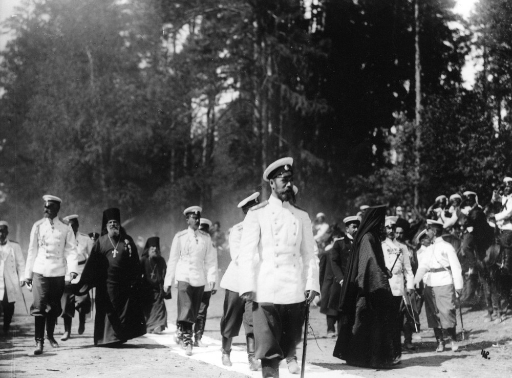 Emperor Nicholas II and family members walking to St. Seraphim's spring. To the Emperor's right is Archimandrite Seraphim (Chichagov).