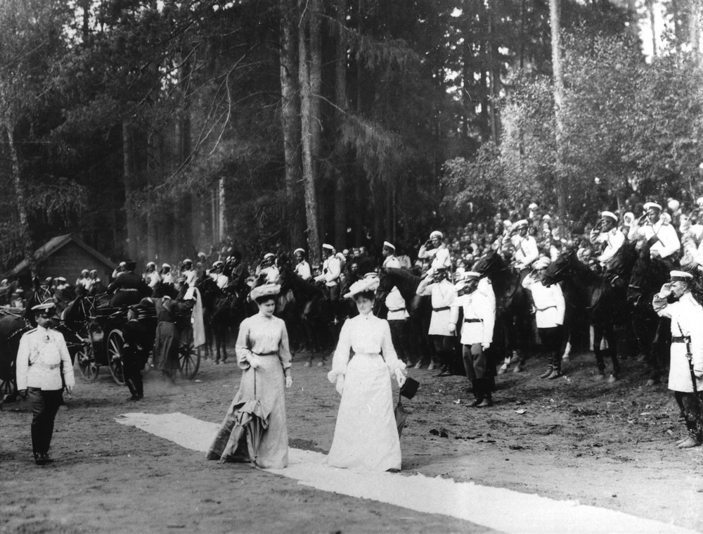 Empress Alexandra and her sister Grand Duchess Elizabeth, walking through the Sarov forest to St. Seraphim's spring.