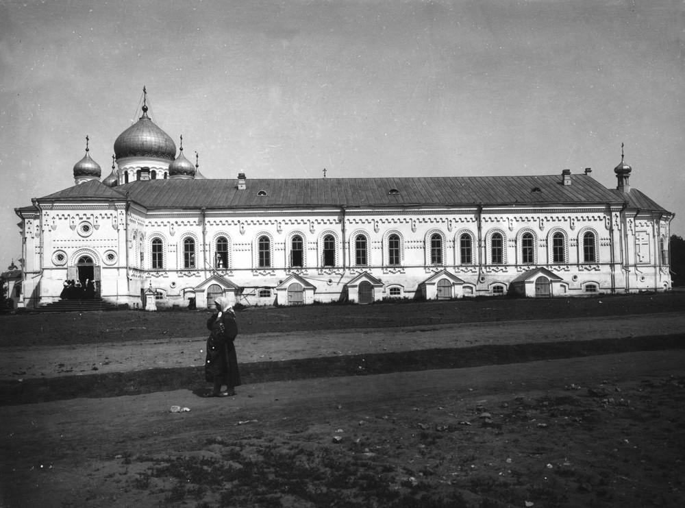 Трапезный корпус Дивеевского монастыря